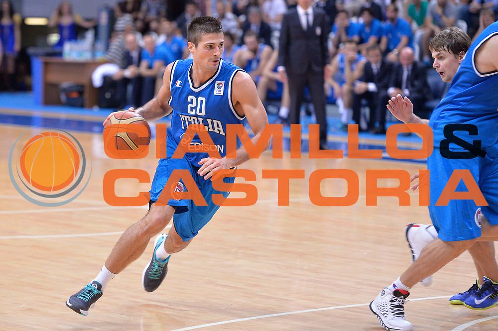 DESCRIZIONE : Mosca Moscow Qualificazione Eurobasket 2015 Qualifying Round Eurobasket 2015 Russia Italia Russia Italy<br /> GIOCATORE : Andrea Cinciarini <br /> CATEGORIA : Palleggio<br /> EVENTO : Mosca Moscow Qualificazione Eurobasket 2015 Qualifying Round Eurobasket 2015 Russia Italia Russia Italy<br /> GARA : Russia Italia Russia Italy<br /> DATA : 13/08/2014<br /> SPORT : Pallacanestro<br /> AUTORE : Agenzia Ciamillo-Castoria/GiulioCiamillo<br /> Galleria: Fip Nazionali 2014<br /> Fotonotizia: Mosca Moscow Qualificazione Eurobasket 2015 Qualifying Round Eurobasket 2015 Russia Italia Russia Italy<br /> Predefinita :