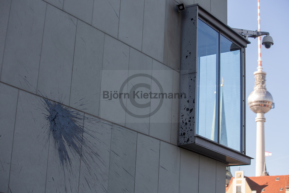 Berlin, Germany - 01.06.2017<br /> <br /> Attack with stones and paint bottles on the House of German Industry in Berlin, the headquarter of the German Employers&rsquo; Association (BDA), the Confederation of German Industry (BDI) and German Federation of Chambers of Commerce (DIHK). The attack could be part of the Berlin Anti-G20 action days, which take place at the beginning of June.<br /> <br /> Attacke auf das Haus der Deutschen Wirtschaft in Berlin, dem Sitz der des BDA, dem BDI und dem DIHK. Unbekannte bewarfen das Gebaeude mit Steinen und Farbflaschen. Die Attacke koennte mit den Anti-G20 Aktionstagen in Verbindung stehen, welche anfang Juni in Berlin stattfinden.<br /> <br /> Photo: Bjoern Kietzmann