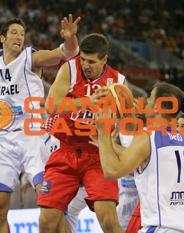 DESCRIZIONE : Madrid Spagna Spain Eurobasket Men 2007 Qualifying Round Israele Croazia Israel Croatia <br /> GIOCATORE : Marko Banic <br /> SQUADRA : Croazia Croatia <br /> EVENTO : Eurobasket Men 2007 Campionati Europei Uomini 2007 <br /> GARA : Israele Croazia Israel Croatia <br /> DATA : 07/09/2007 <br /> CATEGORIA : Rimbalzo <br /> SPORT : Pallacanestro <br /> AUTORE : Ciamillo&amp;Castoria/M.Kulbis <br /> Galleria : Eurobasket Men 2007 <br /> Fotonotizia : Madrid Spagna Spain Eurobasket Men 2007 Qualifying Round Israele Croazia Israel Croatia <br /> Predefinita :