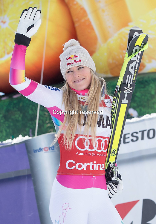 18.01.2015, Olympia delle Tofane, Cortina d Ampezzo, Italy. FIS Woemns downhill world cup final day. 1st placed Lindsey Vonn of the USA Celebrate on Podium during the award ceremony for the ladie s Downhill of the Cortina FIS Ski Alpine World Cup at the Olympia delle Tofane course in Cortina d Ampezzo, Italy on 2015/01/18.