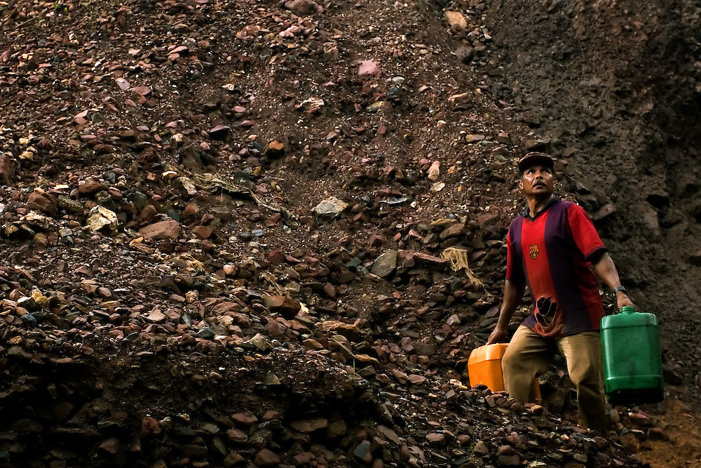 "Serra Pelada, November, 17 _ 2006..Antonio is one of the diggers who still works seeking gold in the ""montoeira"", the residual ore of the old mine...Picture: Bruno Magalhaes / Agencia Nitro"