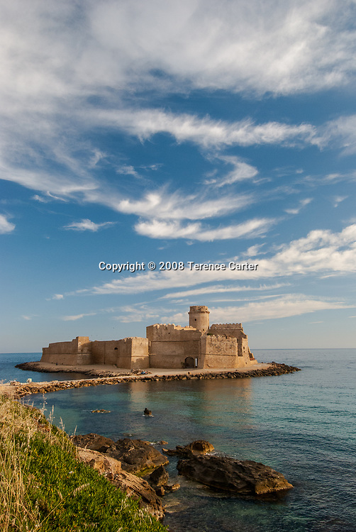 Le Castella: a splendid Norman castle that appears to float at sea.