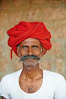 Inde, Rajasthan, village de Meda dans les environs de Jodhpur, population Rabari, Saludharam, 44 ans // India, Rajasthan, Meda village around Jodhpur, Rabari ethnic group, Saludharam 44 old