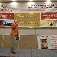 TOLUCA, México.- (Septiembre 28, 2018).- En la capital mexiquense se realizó el décimo Foro para la Pacificación y Reconciliación Nacional, Foros Escucha Estado de México, encabezados por Loretta Ortíz Ahlf, coordinadora del proceso  de pacificación del próximo gobierno de Andrés Manuel López Obrador en donde se recogieron propuestas, denuncias  de organizaciones y víctimas de desapariciones forzadas, trata de personas, periodistas, defensores de derechos humanos y víctimas de migrantes. Agencia MVT / Crisanta Espinosa.