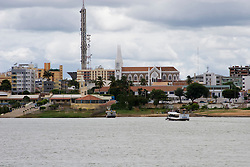 Petrolina municipio do estado de Pernambuco, banhado pelo Rio Sao Francisco.Foto feita da cidade de Juazeiro./ Petrolina is a city located in the state of Pernambuco.It is situated on the left bank of the São Francisco River across from its twin city of Juazeiro, Bahia