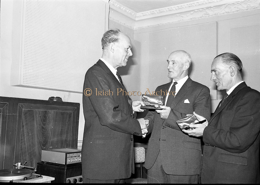 03/09/1963<br /> 09/03/1963<br /> 03 September 1963<br /> Presentations to staff at the Gramophone  Co., 23 Domnick Street, Dublin. Sir Joseph Lockwood, Chairman E.M.I. presenting watches to members of staff.