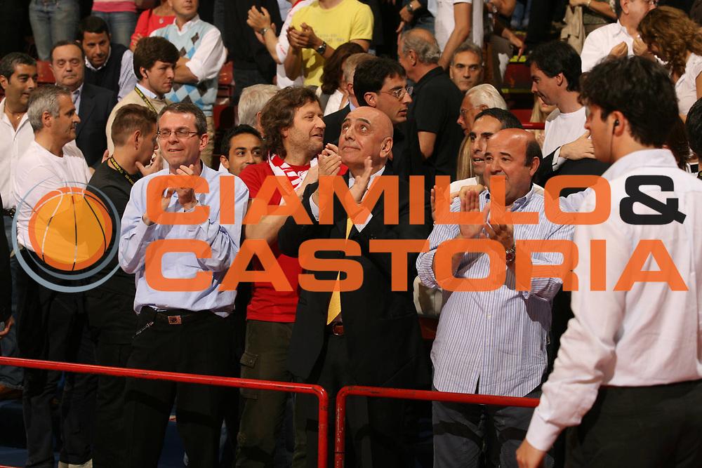 DESCRIZIONE : Milano Lega A1 2006-07 Armani Jeans Milano Lottomatica Virtus Roma<br /> GIOCATORE : Galliani Corbelli<br /> SQUADRA : Armani Jeans Milano<br /> EVENTO : Campionato Lega A1 2006-2007<br /> GARA : Armani Jeans Milano Lottomatica Virtus Roma<br /> DATA : 13/05/2007<br /> CATEGORIA : Esultanza<br /> SPORT : Pallacanestro<br /> AUTORE : Agenzia Ciamillo-Castoria/M.Marchi