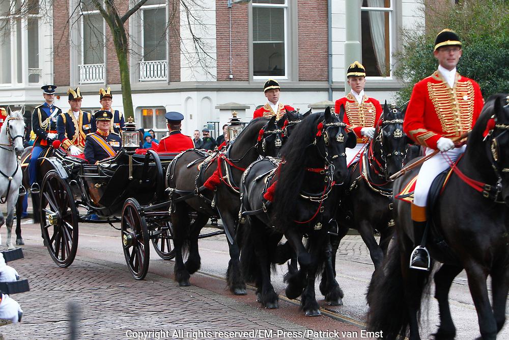 In Den Haag, op Plein 1813 vindt een vaandelgroet plaats van de Koninklijke Landmacht aan Koning Willem-Alexander. De vaandelgroet is tevens de aftrap van het 200-jarig jubileum van de Koninklijke Landmacht. <br /> <br /> In The Hague, on Plein 1813 a banner greeting takes place from the Royal Army of King Willem-Alexander. The standard greeting is also the kickoff of the 200th anniversary of the Royal Army.<br /> <br /> Op de foto / On the Photo: KAankomst Koning Willem-Alexander in de koets / Arrival Koning Willem-Alexander in the carriage