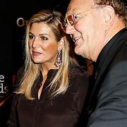 """NLD/Amsterdam/20131105 - Koninging Maxima bezoekt de Hazes musical """"Hij Gelooft in Mij"""", Konining Maxima met Joop van den Ende en partner Janine Klijbrug"""