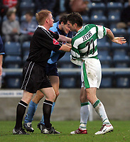 Fotball<br /> Coca Cola League Two 2004/2005<br /> 06.11.2004<br /> Foto: SBI/Digitalsport<br /> NORWAY ONLY<br /> <br /> Wycombe Wanderers v Yeovil Town<br /> <br /> Yeovil's Phil Jevon and Wycome's Mat Bloomfield get into a fight and are kept apart by the ref.