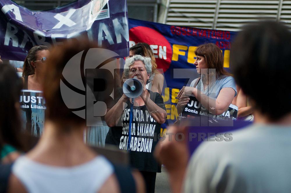 BUENOS AIRES, ARGENTINA - VIOLENCIA CONTRA MULHERES - <br /> A Associa&ccedil;&atilde;o Civil das Mulheres de Buenos Aires realiza ato para marcar o Dia Internacional da Elimina&ccedil;&atilde;o da Viol&ecirc;ncia Contra as Mulheres, em Frente ao Congresso Nacional, regi&atilde;o central de Buenos Aires, na Argentina, nesta sexta-feira, 25. (FOTO: PATRICIO MURPHY - NEWS FREE).