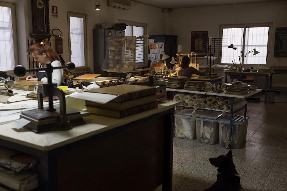 gli spazi del laboratorio di restauro dei libri Gottscher restoration workshop of Gottscher books