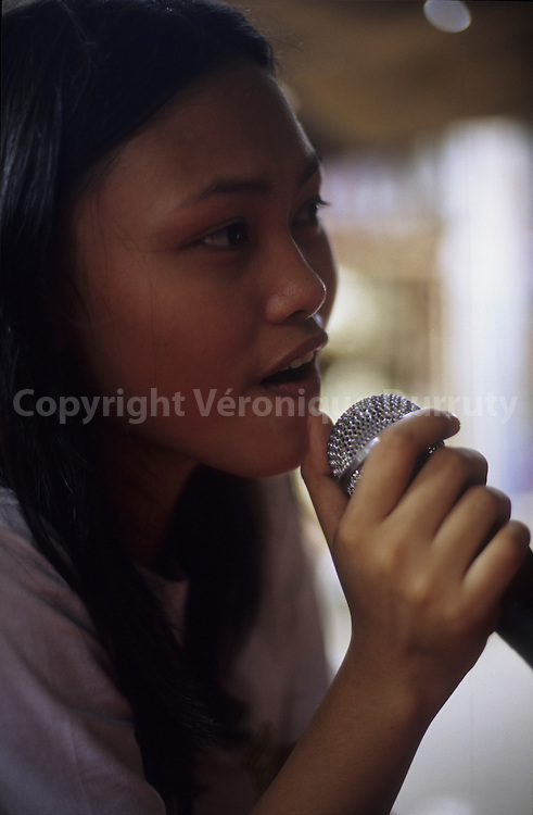 TEENAGER SINGING IN A KARAOKE BAR, VIGAN, LUZON ISLAND, THE PHILIPPINES