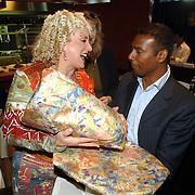 """NLD/Amsterdam/20060427 - Boekpresentatie Karin Bloemen """"Nooit meer buitenspel"""", Aaron Winter krigt kado van Karin"""