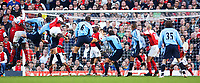 Fotball<br /> Premier League England 2004/2005<br /> Foto: SBI/Digitalsport<br /> NORWAY ONLY<br /> <br /> 30.10.2004<br /> Arsenal v Southampton<br /> <br /> Rory Delap (second Saint from left) equalises for Southampton