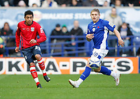 Photo: Steve Bond/Richard Lane Photography. Leicester City v West Bromwich Albion. Coca Cola Championship. 07/11/2009. Gonzalo Jara, (L) palys the ball past Martyn Waghorn