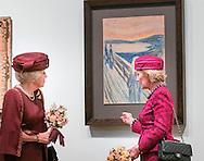 23- 9 2015 AMSTERDAM - Prinses Beatrix der Nederlanden en Hare Majesteit Koningin Sonja van Noorwegen openen woensdagmiddag 23 september de tentoonstelling 'Munch : Van Gogh' in het Van Gogh Museum in Amsterdam. Koningin Sonja van Noorwegen en prinses Beatrix hebben woensdag in Amsterdam een expositie geopend rond de Noorse kunstenaar Evard Munch (1863-1944). In het Van Gogh Museum in Amsterdam zijn tientallen schilderijen en tekeningen van Munch te zien, waaronder het beroemde werk 'De Schreeuw'.  COPYRIGHT ROBIN UTRECHT<br /> 23- 9 2015 AMSTERDAM - 23- 9 2015 AMSTERDAM - Princess Beatrix of the Netherlands and Her Majesty Queen Sonja of Norway opened Wednesday September 23 the exhibition 'Munch: Van Gogh' at the Van Gogh Museum in Amsterdam. Queen Sonja of Norway and Princess Beatrix in Amsterdam on Wednesday opened an exhibition of the Norwegian artist Evard Munch (1863-1944). In to see the Van Gogh Museum in Amsterdam are dozens of paintings and drawings by Munch, including the famous painting The Scream. COPYRIGHT ROBIN UTRECHT