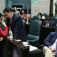 Toluca, Mex.- Los diputados Juan Bonilla (izq), Higinio Martinez (centro) y Domitilo Posadas (der) del PRD durante la sesion del Congreso del Estado de Mexico donde se discue el decreto para la aprobacion de la ley de ingresos. Agencia MVT / Mario Vazquez de la Torre. (DIGITAL)<br /> <br /> <br /> <br /> <br /> <br /> <br /> <br /> NO ARCHIVAR - NO ARCHIVE