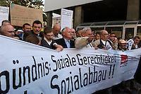 30 AUG 2004, LEIPZIG/GERMANY:<br /> Friedhelm Schutt (Schnauzbart), Vorsitzender ver.de Leipzig-Nordsachsen, Thomas Rudolph (Brille, weisser Kragen), Landeskoordinator der Wahlalternative Arbeit und soziale Gerechtigkeit, Sachsen), Oskar Lafontaine (M), SPD, Bundesfinanzminister a.D. und ehem. SPD Parteivorsitzender, und Bernhard Krabiell (helle Jacke), Bezirksgeschaeftsfuehrer ver.de Leipzig-Nordsachsen, (in der Mitte - v.L.n.R.), Montagsdemo gegen die Arbeitsmarktreformen, Hartz IV, Augustusplatz, Leipzig<br /> IMAGE: 20040830-01-006<br /> KEYWORDS: Demo, Demonstration, Demonstranten, demonstrator, Protest, Leipziger Montagsdemo, Schild, Schilder, Transparent, Transparente