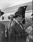 Gate Troupe leave For Paris.<br />