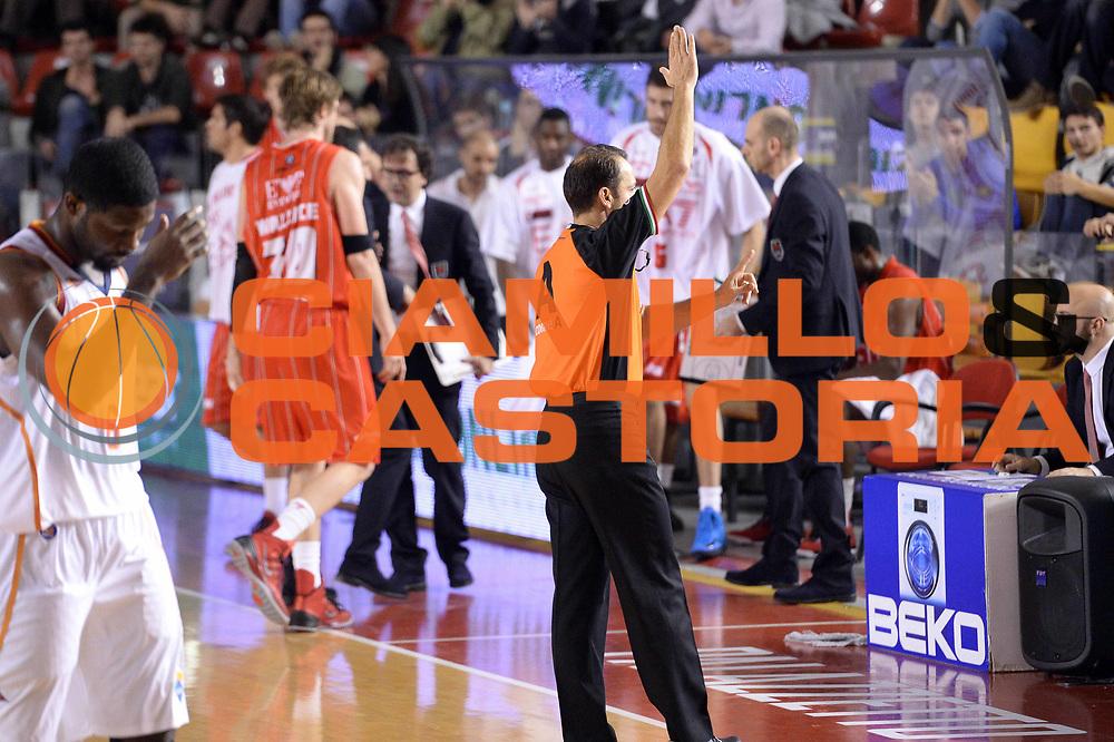 DESCRIZIONE : Roma Campionato Lega A 2013-14 Acea Virtus Roma EA7 Emporio Armani Milano <br /> GIOCATORE : Arbitro<br /> CATEGORIA : Arbitro Timeout<br /> SQUADRA : Arbitro<br /> EVENTO : Campionato Lega A 2013-2014<br /> GARA : Acea Virtus Roma EA7 Emporio Armani Milano <br /> DATA : 02/12/2013<br /> SPORT : Pallacanestro<br /> AUTORE : Agenzia Ciamillo-Castoria/GiulioCiamillo<br /> Galleria : Lega Basket A 2013-2014<br /> Fotonotizia : Roma Campionato Lega A 2013-14 Acea Virtus Roma EA7 Emporio Armani Milano <br /> Predefinita :
