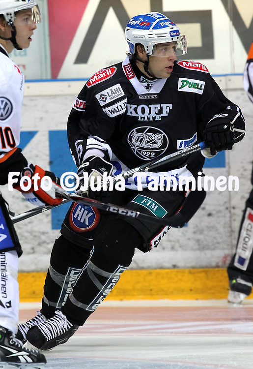 16.09.2010, Turkuhalli, Turku..J??kiekon SM-liiga 2010-11..TPS - HPK..Janne Hauhtonen - TPS..©Juha Tamminen.