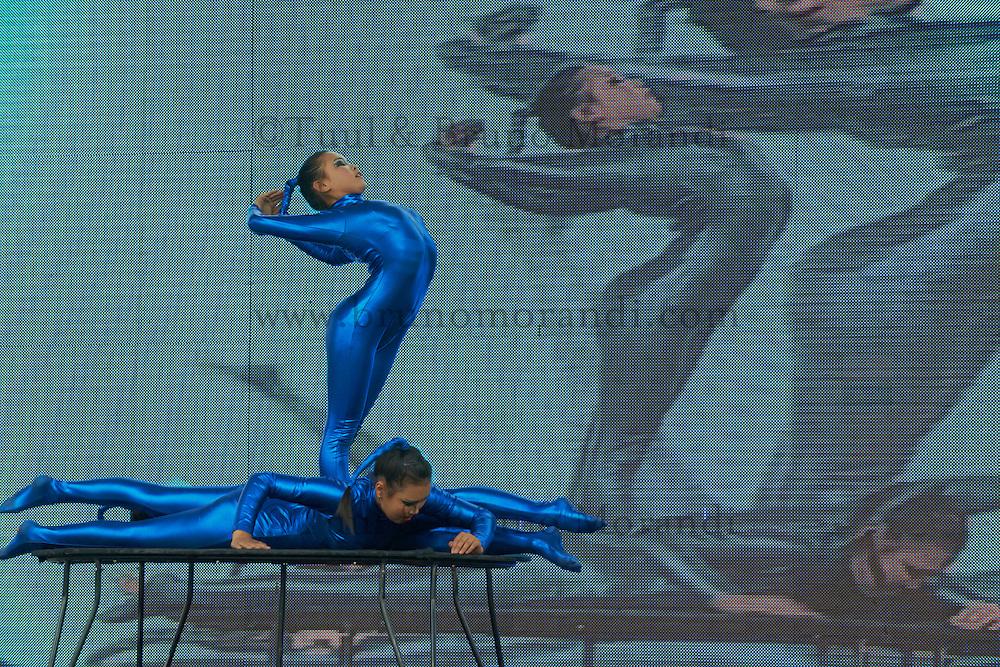 Mongolie, Oulan Bator, Place Sukhbaatar, concours du plus beau costume pour la fete du Naadam, contorsionniste // Mongolia, Ulan Bator, Sukhbaatar square, costume parade for the Naadam festival, contortion show