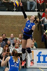 20170430 NED: Eredivisie, VC Sneek - Sliedrecht Sport: Sneek<br />Lea van Rooijen (4) of Sliedrecht Sport <br />&copy;2017-FotoHoogendoorn.nl / Pim Waslander
