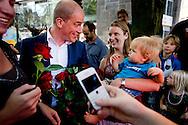 UTRECHT - PvdA-lijsttrekker Diederik Samsom bezoekt het centrum van Utrecht tijdens de campagne voor de Tweede Kamerverkiezingen van 12 september.