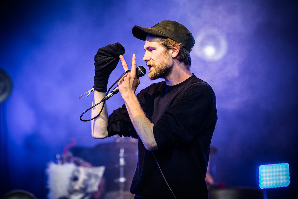 Robert Gwisdek aka as KÄPTN PENG with his band DIE TENTAKEL VON DELPHI incl. his brother SHABAN live at Traumzeit Festival in Duisburg, Landschaftspark Nord, 2015-06-20.