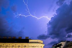 THEMENBILD - Blitze erhellen den Himmel in Wien, Oestereich. Bild aufgenommen am 02.05.2018 // lightning bolts illuminate the sky above Vienna, Austria on 2018/05/02. EXPA Pictures © 2018, PhotoCredit: EXPA/ Sebastian Pucher