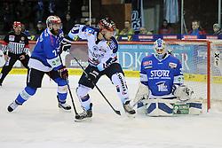 04.01.2015, Helios Arena, Schwenningen, GER, DEL, Schwenninger Wild Wings vs Iserlohn Roosters, 35. Runde, im Bild (v.l.n.r.) Sascha Goc (Schwenninger Wild Wings) Raedeke Brent (Iserlohn Roosters) Dimitri Paetzold (Torhueter/Goalie Schwenninger Wild Wings) // during Germans DEL Icehockey League 35th round match between Schwenninger Wild Wings and Iserlohn Roosters at the Helios Arena in Schwenningen, Germany on 2015/01/04. EXPA Pictures © 2015, PhotoCredit: EXPA/ Eibner-Pressefoto/ Laegler<br /> <br /> *****ATTENTION - OUT of GER*****