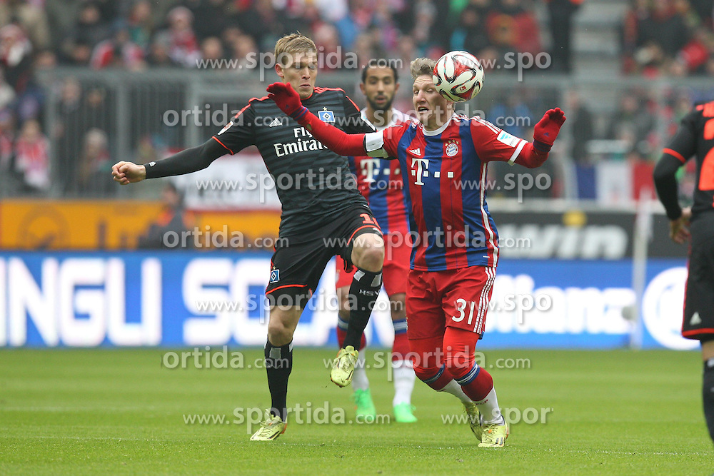 14.02.2015, Allianz Arena, Muenchen, GER, 1. FBL, FC Bayern Muenchen vs Hamburger SV, 21. Runde, im Bild l-r: im Zweikampf, Aktion, mit Artjoms Rudnevs #16 (Hamburger SV) und Bastian Schweinsteiger #31 (FC Bayern Muenchen) // during the German Bundesliga 21th round match between FC Bayern Munich and Hamburger SV at the Allianz Arena in Muenchen, Germany on 2015/02/14. EXPA Pictures &copy; 2015, PhotoCredit: EXPA/ Eibner-Pressefoto/ Kolbert<br /> <br /> *****ATTENTION - OUT of GER*****