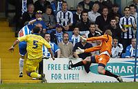 Photo: Olly Greenwood.<br />Colchester United v Leeds United. Coca Cola Championship. 09/04/2007. Colchester's Jamie Cureton scores winning goal