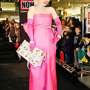 NLD/Amsterdam/20101128 - Modeshow en verkoop Artbags t.b.v het Aidsfonds in de Bijenkorf, Look a like Marilyn Monroe (Claudia Kooij)