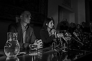 Daniele Frongia e Virginia Raggi durante la conferenza stampa convocata dopo l'arresto di Marra<br />