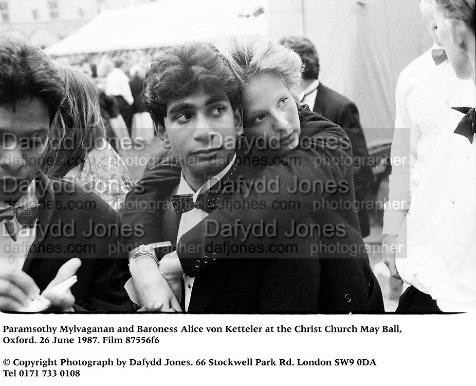 Paramsothy Mylvaganan and Baroness Alice von Ketteler at the Christ Church May Ball, Oxford. 26 June 1987. Film 87556f6<br />© Copyright Photograph by Dafydd Jones<br />66 Stockwell Park Rd. London SW9 0DA<br />Tel 0171 733 0108