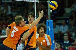 01-07-2012 VOLLEYBAL: EUROPEAN LEAGUE TURKIJE - NEDERLAND: ANKARA<br /> Nederland wint de European League 2012 door Turkije met 3-2 te verslaan / <br /> Jelte Maan (#5 NED), Wytze Kooistra (#12 NED), Nimir Abdelaziz (#1 NED)<br /> ©2012-FotoHoogendoorn.nl/Conny Kurth