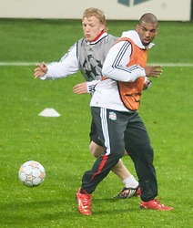 MILAN, ITALY - Monday, March 10, 2008: Liverpool's Dutch duo Dirk Kuyt and Ryan Babel training at the San Siro Stadium ahead of the UEFA Champions League First knockout round 2nd Leg match against FC Internazionale Milano. (Pic by David Rawcliffe/Propaganda)