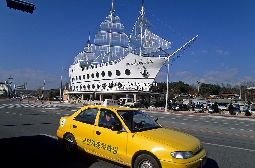 restaurant in a fake boat  Seoul  Korea   restaurant dans un faux bateau///restaurant in a fake boat  Namwan  coree  ///R20137/    L0006919  /  R20137  /  P105402