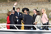 Zijne Majesteit Koning Willem-Alexander en Hare Majesteit Koningin Máxima brengen een werkbezoek aan de Duitse deelstaten Rijnland-Palts en Saarland.<br /> <br /> His Majesty King Willem-Alexander and Her Majesty Queen Máxima paid a working visit to the German federal states of Rhineland-Palatinate and Saarland.<br /> <br /> op de foto / On the Photo:   Koning Willem-Alexander en koningin Maxima tijdens een boottocht over de Rijn van Oberwesel naar Boppard /// King Willem-Alexander and Queen Maxima during a boat trip on the Rhine from Oberwesel to Boppard