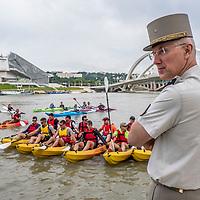 Les blesses de guerre de l'armée de terre font Lyon Marseille en canoe