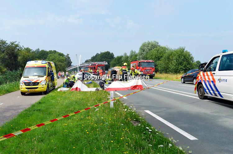 Nederland, ubbergen, 23-7-2016Zwaar ongeluk met twee autos op de weg tussen Nijmegen en Kleef ter hoogte van UbbergenFoto: Flip Franssen
