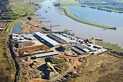 Nederland, Utrecht, Elst, 11-02-2008; steenfabriek in de uiterwaarden Neder-Rijn ten zuidwesten van Elst (Buitenwaarden), de fabriek maakt gebruik van rivierklei voor vervaardiging en bewerking van keramische bakstenen (officieel: Wienerberger steenfabriek Timmermans); aan de andere kant van de rivier de Ingensche waarden, met zandwinplas; deze uiterwaard zal (gedeeltelijk) worden verlaagd in het kader van ruimte voor de rivier, wateroverlast; bouwmateriaal, baksteen, dakpan, neder rijn..luchtfoto (toeslag); aerial photo (additional fee required); .foto Siebe Swart / photo Siebe Swart .