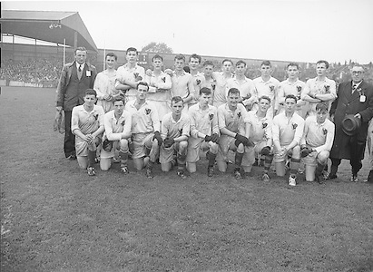 Neg no:.A789/43903-04404...24081958AISFCSF.24.08.1958, 08.24.1958, 24th August 1958...All Ireland Senior Football Championship - Semi-Final..Derry.02-06.Kerry.02-05...Derry. ..P. Gormley, P. McLarnon, H. F. McGribben, T. Doherty, P. Breen, C. Mulholland, P. Smith, J. McKeever (Captain), P. Stuart, S. O'Connell, B. Murray, D. McKeever, B. Mullan, O. Gribben, C. Higgins.Subs: R. Gribben for Higgins; L. O'Neill for Mullan; C. O'Neill for Breen.J. McKeever (Captain).
