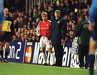 Fotball: Junichi Inamoto, Arsenal with Arsene Wenger. Arsenal v Bayer Leverkusen. Champions League. 27.02.2002. <br />