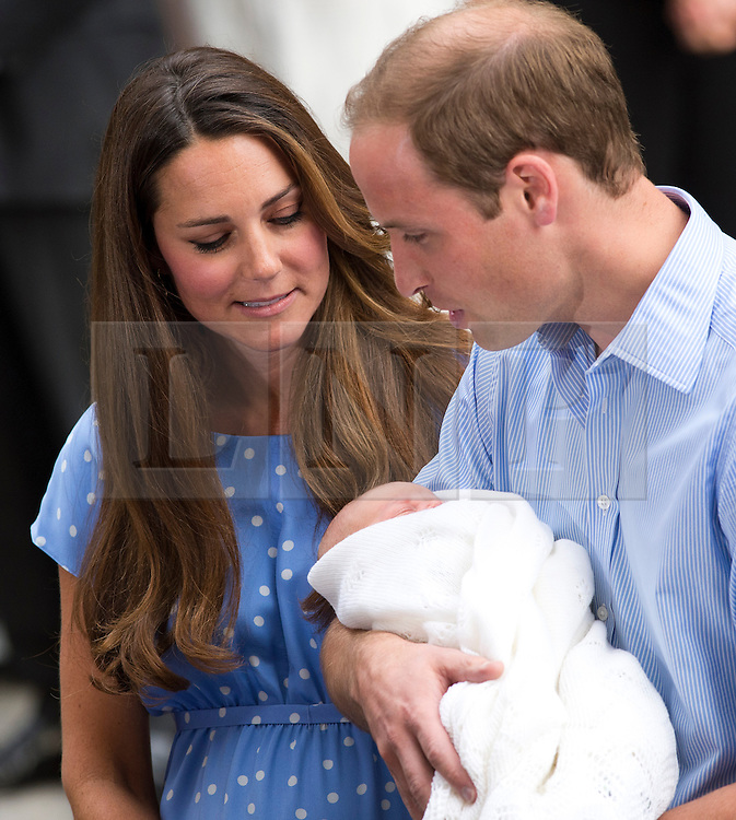 © London News Pictures. 23/07/2013 . London, UK.   THE DUCHESS OF CAMBRIDGE and PRINCE WILLIAM show their new born baby  to the worlds media outside St Mary's Hospital in Paddington, London after the Duchess gave birth to a baby boy.  Photo credit : Ben Cawthra/LNP