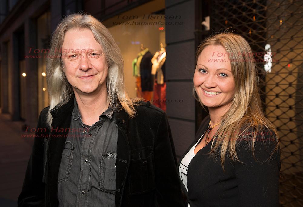 OSLO, 2014-4-26; TV2s tradisjonelle artistgalla i Christiania Teater i Oslo. Innsamlingsaksjon for Flyktninghjelpen. Her er Aslag Haugen og kona Cathrine Myhren. FOTO: TOM HANSEN