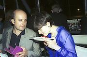Mark Quinn and Georgia Coleridge, 30th Aniversary Gala Dinner, Serpentine Gallery.20 June 2000<br />&copy; Copyright Photograph by Dafydd Jones 66 Stockwell Park Rd. London SW9 0DA Tel 020 7733 0108 www.dafjones.com