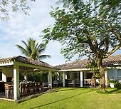 Casa da Praia in Laranjeiras, Brazil by Fernanda Marques